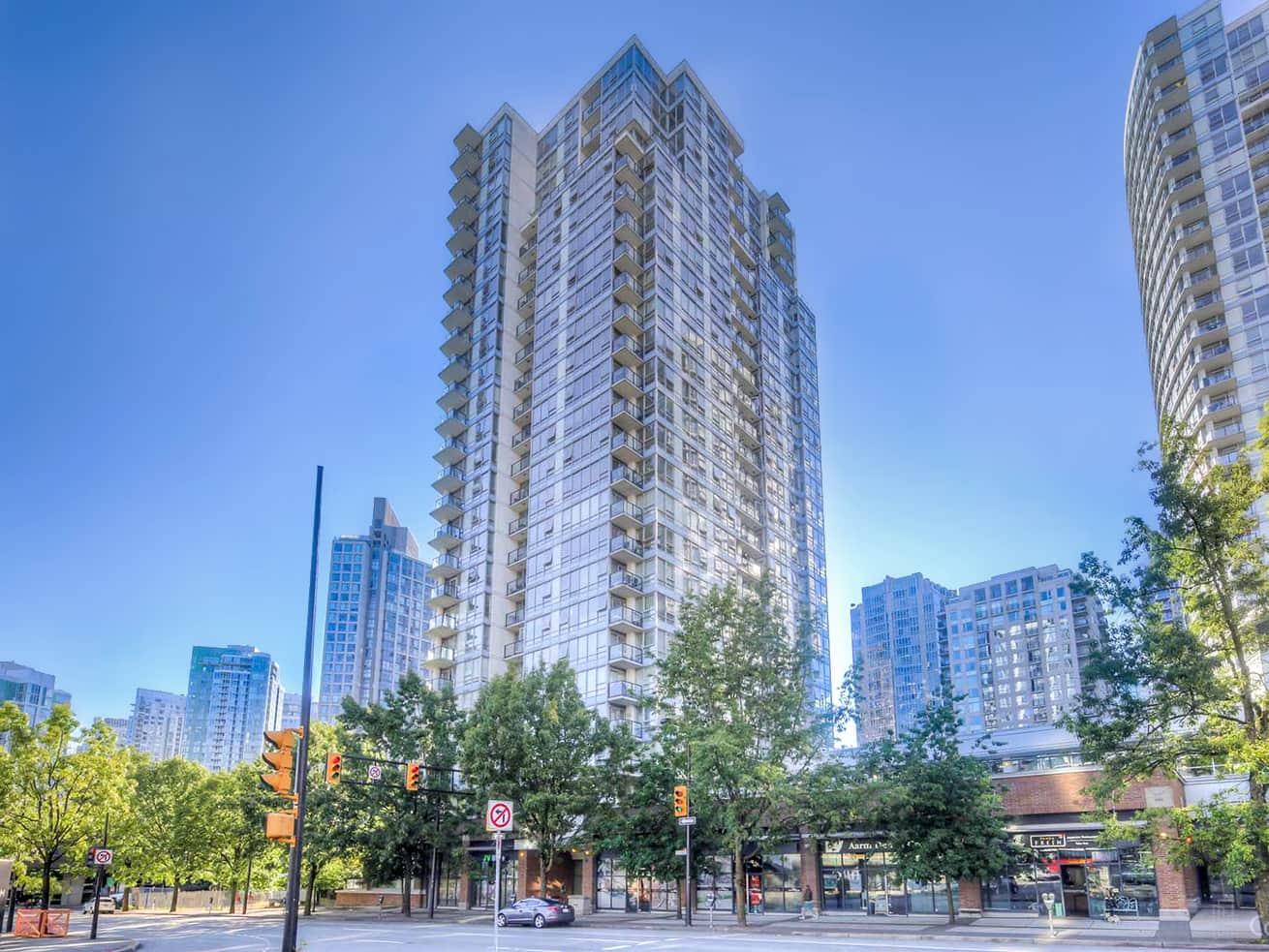 Vancouver downtown apartment max building