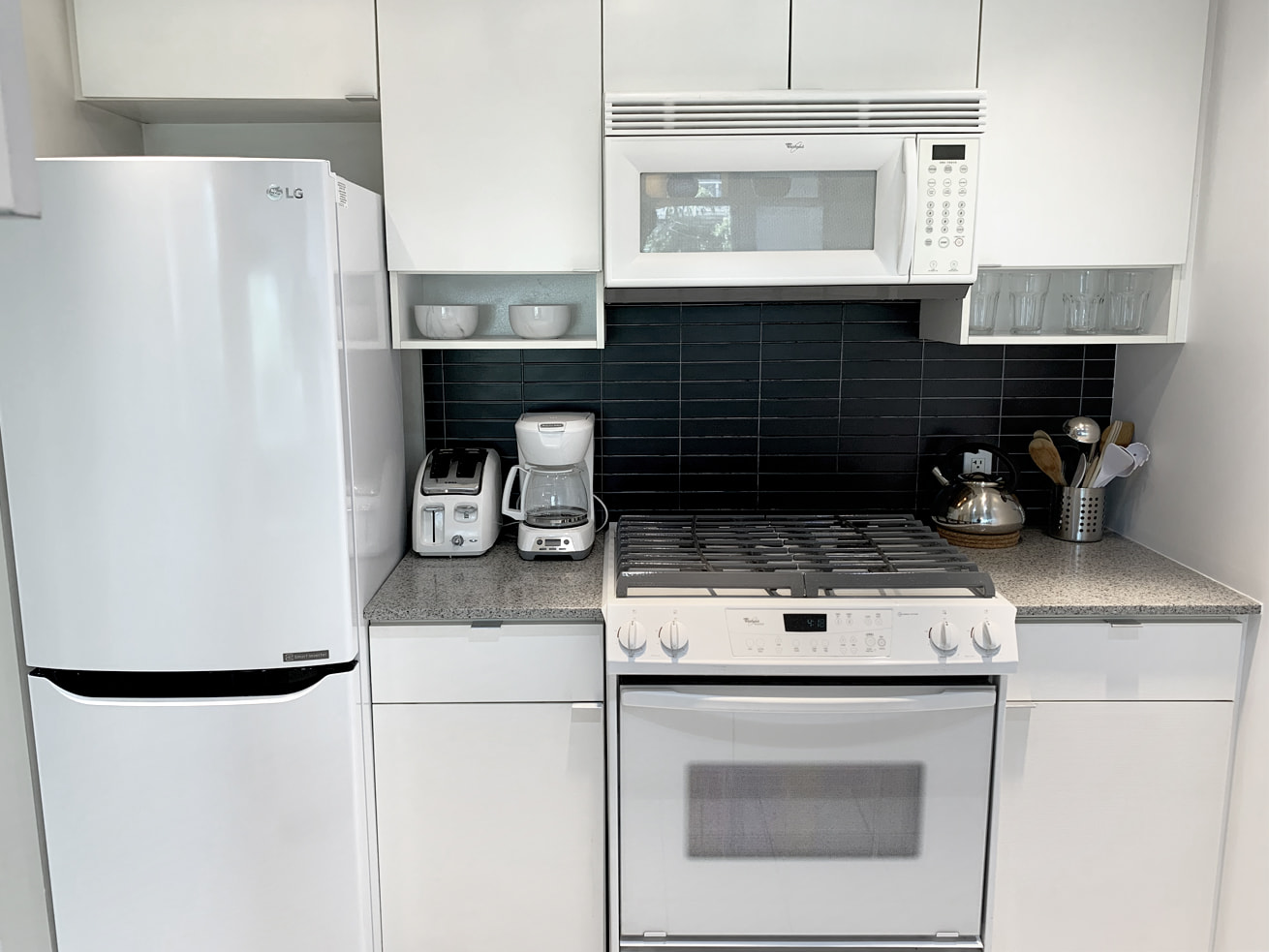 Vancouver downtown apartments max one bedroom den kitchen