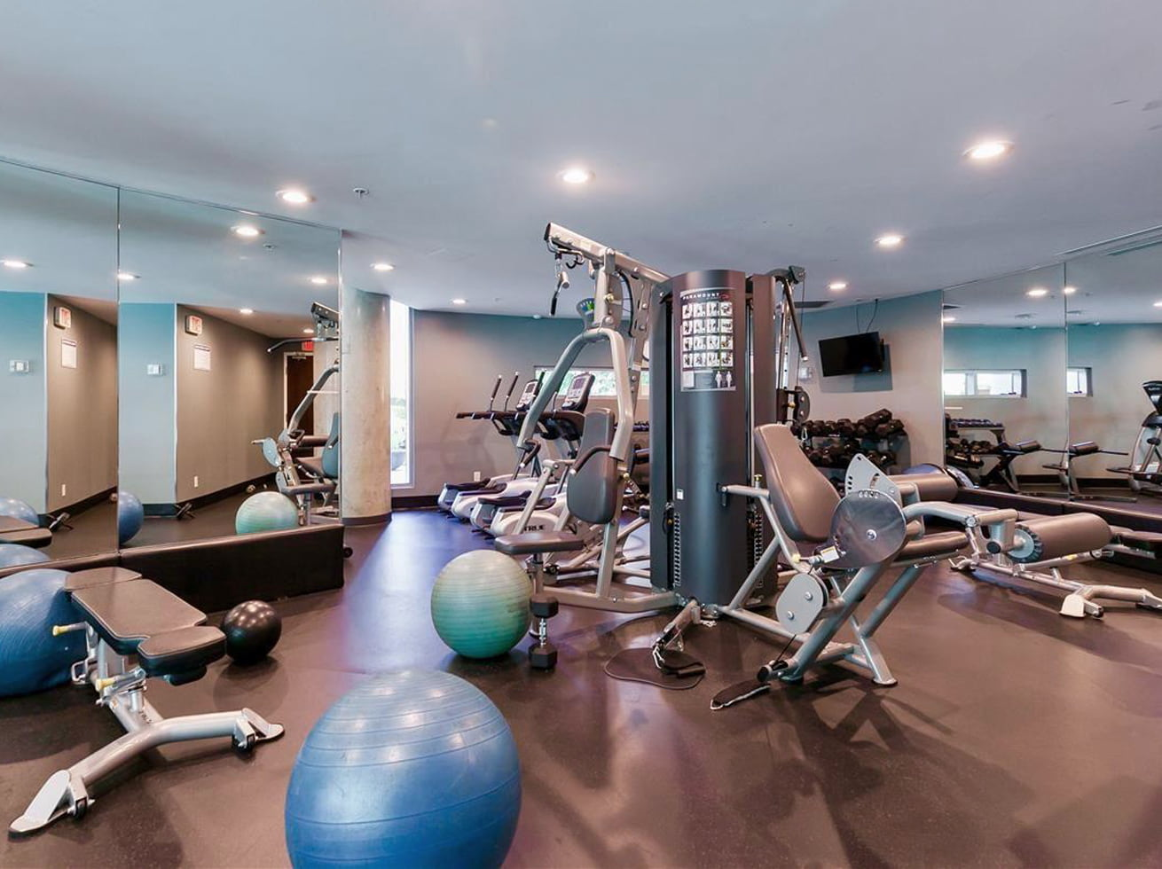 Vancouver short term vacation flat rental firenze fitness facility