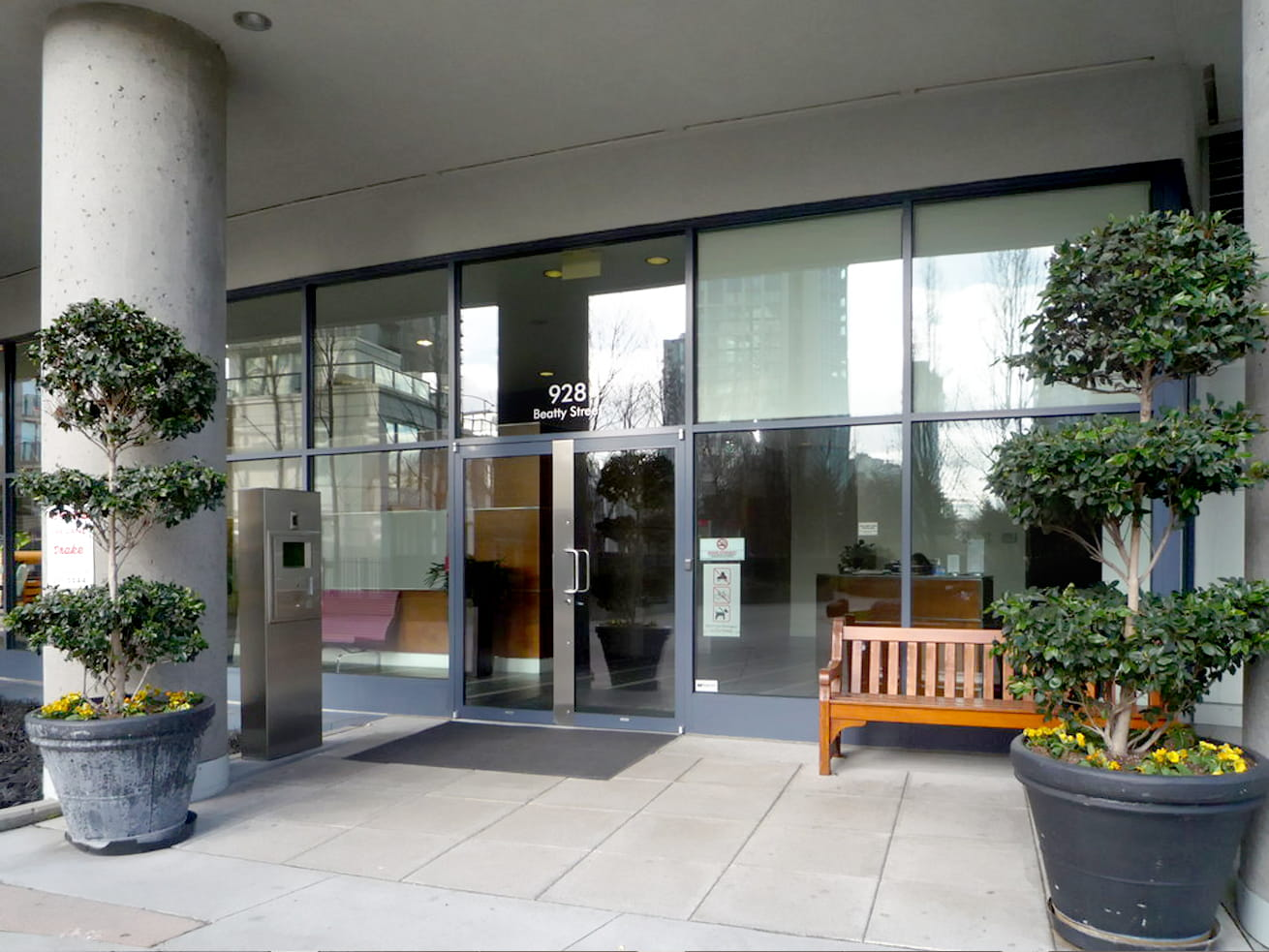 Vancouver yaletown condo max entrance
